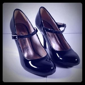 Chinese Laundry black patent leather heels with st